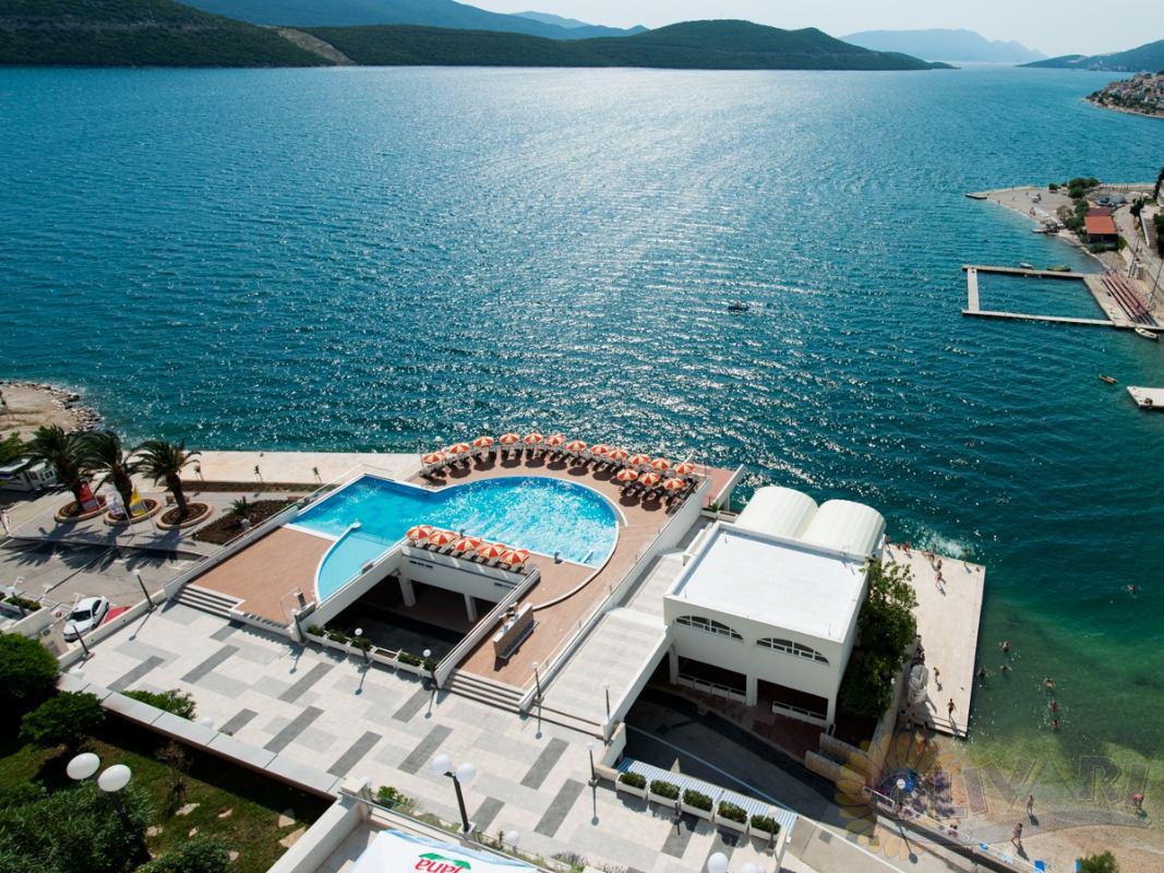 Bathroom shower tub - Hotel Sunce Neum Bosnia Amp Herzegovina Travel Agency Olivari