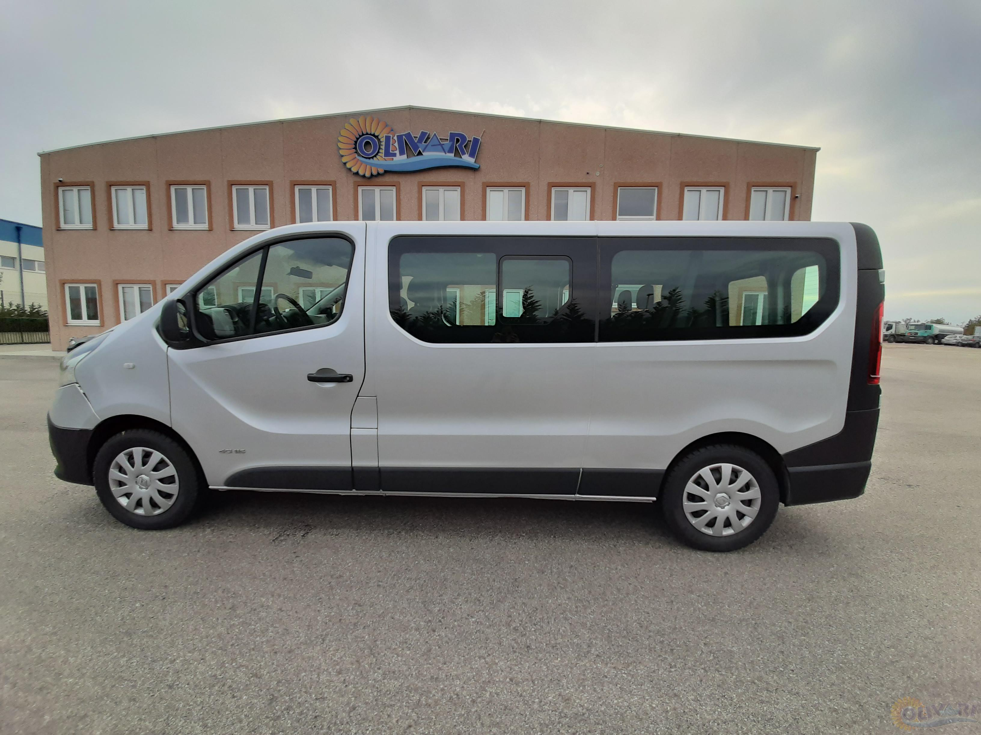 Rent a car, 8+1 sitze, ab 80,00 € pro tag