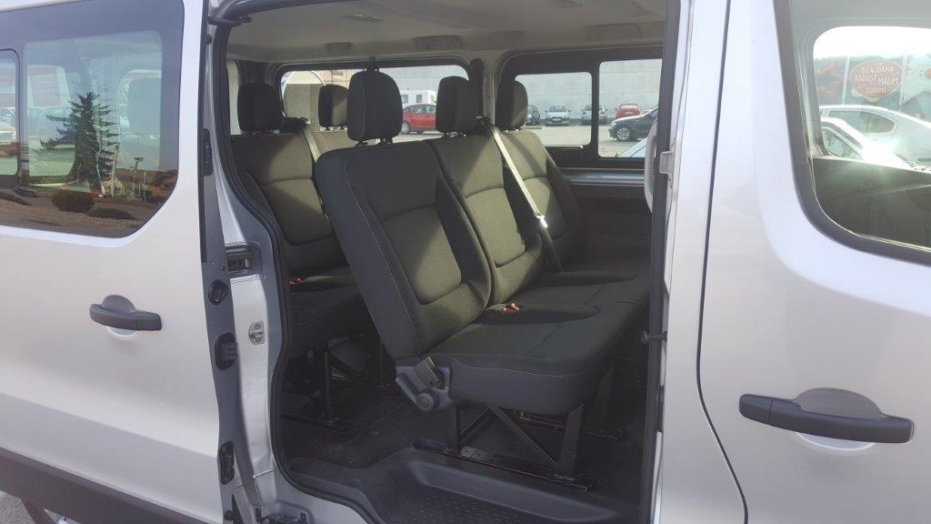 Rent a car, 8+1 sedie, da 80,00 € a giorno